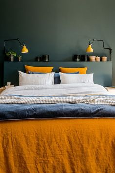 Où trouver le plus beau linge de lit en lin ? Chez Harmony Textile Where can I find the most beautiful linen bed linen? At Harmony Textile Bedroom Orange, Gray Bedroom, Trendy Bedroom, Home Decor Bedroom, Modern Bedroom, Bedroom Ideas, Bedroom Bed, Quirky Bedroom, 70s Bedroom