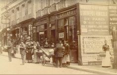 Merveilleuse scène de rue devant le n° 18-20 de la rue des Martyrs, en 1895 (photo © U.P.F.) (Paris 9ème/18ème)
