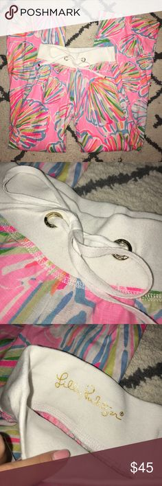 """LILLY PULITZER THE BEACH PANT PINK LINEN XS LILLY PULITZER! Women's size XS! """"The Beach Pant"""" I am pointing at where the store put black marker in the waist band. Feel free to ask questions! Lilly Pulitzer Pants"""