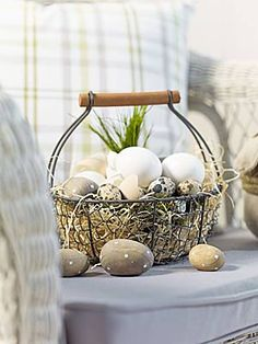Ostern Osterdeko mit Hühnereiern (Quelle: Depot) How much water does a lawn really need? Easter Bunny Pictures, Arrow Design, Gold Box, Chicken Eggs, Deco Table, Shabby Chic Style, Soft Colors, Getting Old, Decoration
