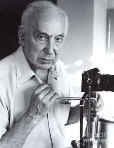 André Kertész July 1894 – 28 September born Kertész Andor, was a Hungarian-born photographer known for his groundbreaking contributions to photographic composition and the photo essay. Andre Kertesz, Man Ray, Fine Art Photography, Street Photography, Photographer Self Portrait, New York City, Brassai, Henri Cartier Bresson, Moving To Paris