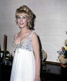 Barbara Eden was one gorgeous woman. Barbara Eden, Beautiful Celebrities, Most Beautiful Women, Beautiful Actresses, I Dream Of Jeannie, Donna Mills, Bionic Woman, Hollywood Celebrities, Famous Women