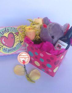Conquista a la persona que amas ♥️ #Anchetas . Encuentra los mejores regalos 🎁🎉 en nuestra página web 👇👇👇👇👇 www.desayunosysorpresasvip.com  #anchetas #regalos #amor #desayunos #sorpresa #peluche #flores 🌸🌻🌼 #desayunosorpresas #tequieromucho #teamo #chocolate #juntos 💏 #love #gifts #surprise #together #feeling #balloon🎈 #bubble #bear #loveyou #happyday #roses #flowers #decoration #photo #photographer #art #artis #breakfast #cumpleaños #hbd Happy Day, Balloons, Bubbles, Lunch Box, Chocolate, Rose, Flowers, Ideas, Surprise Gifts