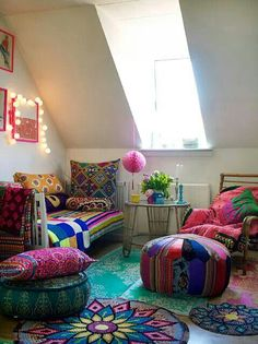 why are people so afraid of REALLY using color in their homes?? Look at how cheerful this is!