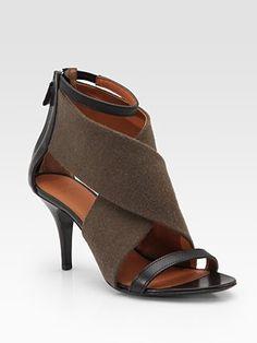 nice low heel - perfect for a capri pant Hot Shoes, Crazy Shoes, Me Too Shoes, Edgy Shoes, Low Heel Shoes, Low Heels, Shoes Heels, Pumps, Walk In My Shoes