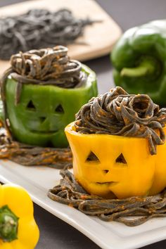 Spook your Guests with Creepy Halloween Appetizers recipes. Here are 100 Best Appetizer recipes for Halloween. These finger food recipes are scary but yummy Halloween Appetizers, Halloween Food For Party, Appetizers For Party, Halloween Treats, Creepy Halloween, Halloween Halloween, Halloween Makeup, Halloween Decorations, Halloween Costumes