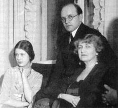 Alma Mahler-Werfel with her daugther Manon and her lovers Johannes Hollnsteiner in Vienna, 1933 Alma Mahler, Romantic Composers, Gustav Mahler, Popular People, Ballet, Albert Camus, Central Europe, Film Director, Vienna