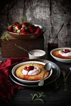 Pratos e Travessas: Pudim de laranja e coco com compota de morango e limonete #…