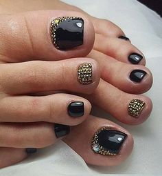 Black - Gold Toe Nail art