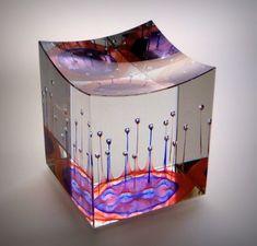 JAN ŠTOHANZL - SKLÁŘSKÝ VÝTVARNÍK - Fotoalbum - Aktuální práce - Narrenturm V, 11,5x11,5x13,5 cm, olov. optické sklo, 2012