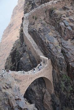 #Shaharah_footbridge in #North_Eastern #Yemen http://directrooms.com/yemen/hotels/index.htm