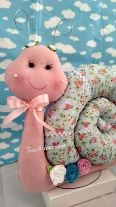 Pin Cushions, Sewing Crafts, Minnie Mouse, Dinosaur Stuffed Animal, Flora, Teddy Bear, Dolls, Knitting, How To Make