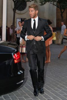 Sergio Ramos - the man cleans up nicely. Competition is fierce in Madrid Ramos Real Madrid, Suit Up, Three Piece Suit, 3 Piece, Soccer Players, Soccer Teams, Well Dressed Men, Dapper, Sexy Men