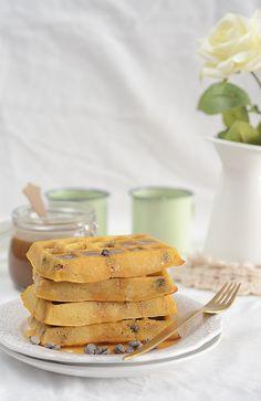 ¡Qué cosa tan dulce!: Gofres con trocitos de masa de galleta de mantequilla de cacahuete