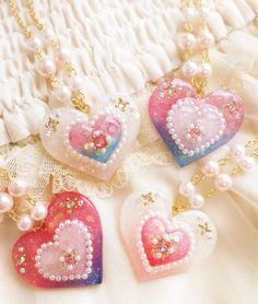 ハンドメイドマーケット minne(ミンネ)  魔法少女のキラキラハートネックレス Resin Charms, Polymer Clay Charms, Kawaii Jewelry, Cute Jewelry, Uv Resin, Resin Art, Resin Jewelry, Jewelry Crafts, Jewellery Earrings