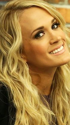Carrie Underwood Legs, Carrie Underwood Pictures, Gorgeous Women, Beautiful People, Country Female Singers, Kaley Cuoco, John Wayne, Hot Blondes, Celebs