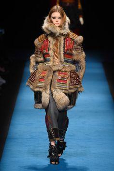 ディースクエアード(DSQUARED2)は、ミラノ・ファッション・ウィーク最終日の2016年2月29日(月)に、2016-17年秋冬ウィメンズコレクションを発表した。 今季、大きなサプライズとなったの...