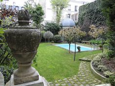 another view of my Parisian pool...
