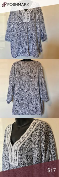 """WILLI SMITH TOP TUNIC LINEN BLEND 3/4 SLEEVE WILLI SMITH PLUS SZ 3X WOMEN'S TOP SHIRT TUNIC LINEN BLEND 3/4 SLEEVE BLUE WHITE FLORAL OVERSIZED MEASUREMENTS LYING FLAT ARMPIT TO ARMPIT 30"""" LENGTH 29"""" Willi Smith Tops Tunics"""