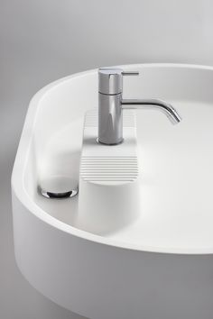 I love that the faucet rests on this little ridged island, and the entire sink is a flat pond of water.