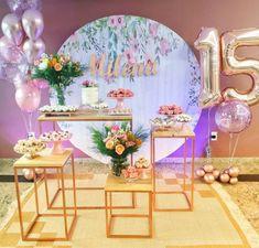 Jungle Birthday Cakes, Birthday Table, Birthday Backdrop, Happy Birthday, 15th Birthday Decorations, Girl Themes, Backdrop Decorations, Ideas Para Fiestas, Sweet Sixteen