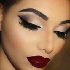 #beauty #contour #makeup #nightoutmakeup #eyeshadow #eyeliner #eyebrowsonfleek #redlips #makeuponpoint #beautifulgirl