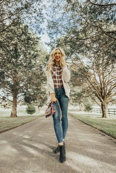 Today I am so excited to partner with maurices to celebrate Veteran's Day and share with you my experience in the Army! #mauriceslovesveterans