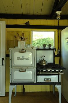 ldellfood-design:cottage stove, rock harbor, via remodelista.
