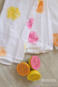 Use lemons as a stamp to make super cute and summery tea towels.
