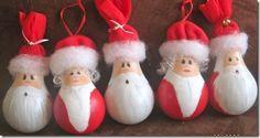 unas bombillas usadas decoradas.