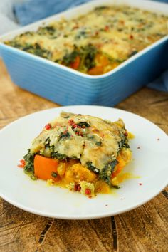 Low Carb Kürbis Spinat Auflauf – Vegetarisches Rezept zum Abnehmen This spinach casserole is a delicious pumpkin recipe for the oven. Here you will find the instructions for the healthy low carb dish, which is perfect for evenings and to take away. Healthy Low Carb Recipes, Clean Eating Recipes, Healthy Dinner Recipes, Diet Recipes, Eating Clean, Vegetarian Appetizers, Vegetarian Recipes, Aperitivos Vegan, Spinach Casserole