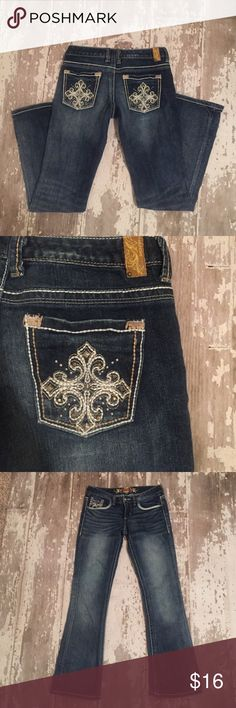 """Maurice's Jeans w Embellished Stud Cross Pockets Maurice's Jeans, size 5/6 Regular with thick white stitching & decorative pockets. Jeans are in excellent condition. Measurements are 14.5"""" across waist, 7"""" rise, 30.5 inseam & 8.5"""" bottom hem opening. Price on this item is firm, unless bundled.  Maurices Jeans Boot Cut"""