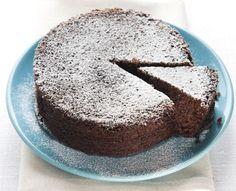 La torta al cioccolato è un dolce classico preparato con il cioccolato fondente. Scopri la ricetta facile e gustosa del Cucchiaio d'Argento