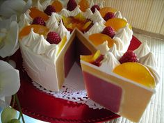 BERRY LEMON MERINGUE | Soap cake