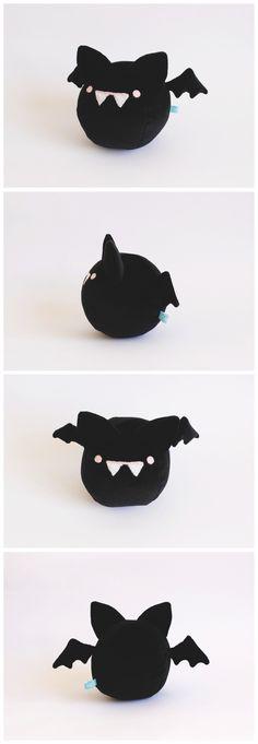 kawaii bat plush toy Mini murciélago bola.  piqueniquetoys.com handmade toy bat cute kawaii stuffed plush