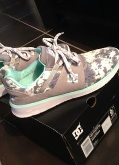 A vendre sur #vintedfrance ! http://www.vinted.fr/chaussures-femmes/baskets/19243318-basket-chausson-dc-shoes-taille-405-tie-and-dye