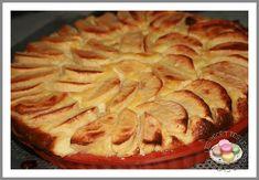 De retour de vacances....et le pommier croule sous les pommes....donc reprise du programme tout en douceur ....avec cette petite tarte, toute legere.... ... POUR 6 PERSONNES info ww = 4 pp / personne 4 pommes 130g de farine l'équivalent de 130g de sucre...