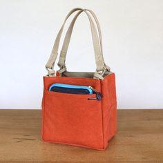 Tote Handbags, Leather Handbags, My Bags, Purses And Bags, Leather Bag Pattern, Denim Tote Bags, Minimalist Bag, Jute Bags, Craft Bags
