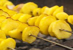 pinchos de patata con mojo verde1