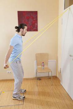 Nacken Übungen mit Ergotherapeuth Alexander Thanner, Holzkirchen, Mann, Übung mit Theraband, stehen