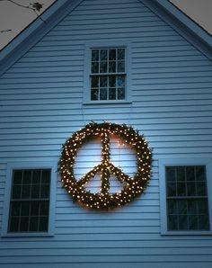 doing this next Christmas- peace sign Bohemian Christmas, Christmas Love, All Things Christmas, Winter Christmas, Christmas Lights, Vintage Christmas, Christmas Wreaths, Merry Christmas, Christmas Ideas