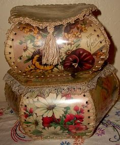 Love these old 'cards' boxes I still have 3 with lovely flowers' (mainly roses), made by my mum.