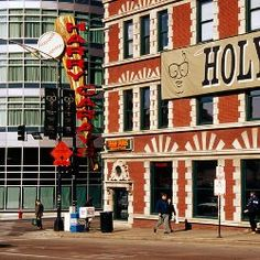 Chicago's Top 10 Peculiar and Free Museums (Harry Carays on Dearborn Ave, River North District. Chicago Museums, Chicago Restaurants, Visit Chicago, Chicago Trip, Travel Usa, Travel Tips, Travel Ideas, Chicago River, Free Museums