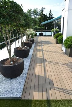We have some terrific balcony garden design ideas and also crucial pointers that you can utilize for motivation on your rooftop. terrace garden 33 Beautiful Rooftop Garden Design Ideas to Adding Your Urban Home Terrasse Design, Balkon Design, Rooftop Terrace Design, Rooftop Deck, Terrace Ideas, Terrace Garden Design, Rooftop Lounge, Pergola Shade, Backyard Landscaping