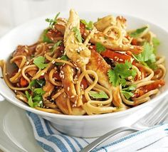 Chicken Stir Fry - noodles have less impact on blood glucose than pasta or rice. A stir fry with mostly chicken and vegetables (I use onions, peppers, chillis, spring onion and mixed stir fry veg), with noodles is friendly. Fodmap Recipes, Stir Fry Recipes, Noodle Recipes, Cooking Chinese Food, Chinese Takeaway, Bbc Good Food Recipes, Dinner Recipes, Cooking Recipes, Pork