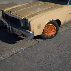 Photos of pizza in the wild by photographer Jonpaul Douglass Meme Pictures, Funny Photos, Pink Wheels, Pizza Art, Pizza Pizza, Pizza Planet, I Love Pizza, Fancy Pizza, Photo Series