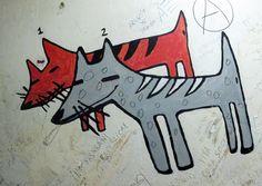Perros 1 y 2 : Dos perros que vienen... ¿de donde? Quizás de la oficina del paro, que país más oscuro con 6M de parados.  La única historia es que parece que vienen sonriendo... Jodidos, pero no apaleados.    Vamos!!!!      Imagen tomadas en La Mentridana, Madrid. | perroporteno