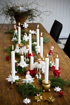 Christmas Table Setting. Repinned by www.mygrowingtraditions.com..... get some cheap candles and have candle dinners in  Dec.  Easy, fun, easy.  Easy.  :D