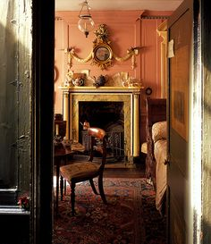 """The singular Dennis Severs' House — one of the many unique London """"House"""" museums — offers a historically accurate depiction of British interior design, including this fine example of a quirkily displayed Regency convex mirror. Photo via We Heart. English Interior, English Decor, Antique Interior, Georgian Interiors, Georgian Homes, House Interiors, Beautiful Interiors, Beautiful Homes, Interior And Exterior"""
