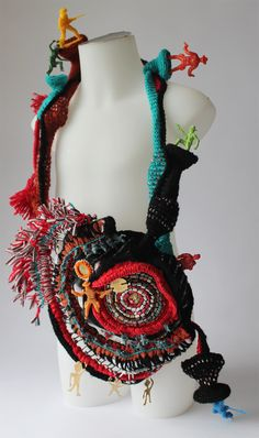 This is an amazing creation! Diy Fabric Jewellery, Fiber Art Jewelry, Mixed Media Jewelry, Textile Jewelry, Jewelry Art, Sculpture Textile, Art Sculpture, Contemporary Sculpture, Contemporary Jewellery
